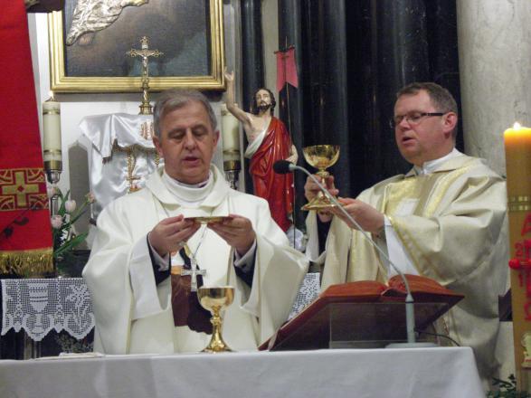 Zdj�cia z katalogu: Biskup Jan Piotrowski z wizytą na Grodzisku
